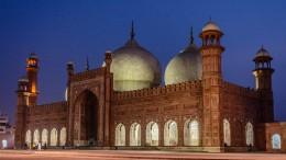 Night-View-Badshahi-Mosque-lahore